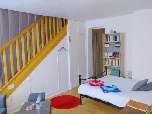 Chambre d'hôte des Artistes : Bed and Breakfast near Paris 2e Arrondissement