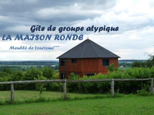 La Maison Ronde : Guest accommodation near Coussay-les-Bois