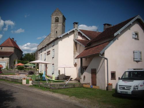 Grange d'Anjeux Bed & Breakfast : Bed and Breakfast near Briaucourt