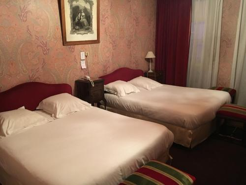 Hotel de la Poste : Hotel near Saint-Jacques-en-Valgodemard