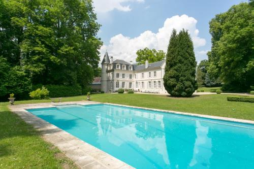 Chateau de Bury : Guest accommodation near Saint-Just-en-Chaussée