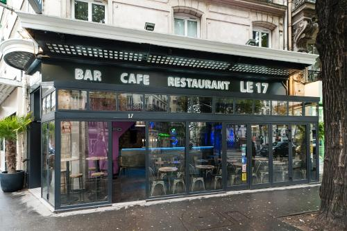 Le 17 : Hotel near Paris 10e Arrondissement