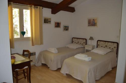 Chambres d'hôte du Plantier : Bed and Breakfast near Saint-Genis
