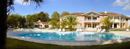 Estivel - Résidence Le Domaine des Sables : Guest accommodation near Grayan-et-l'Hôpital