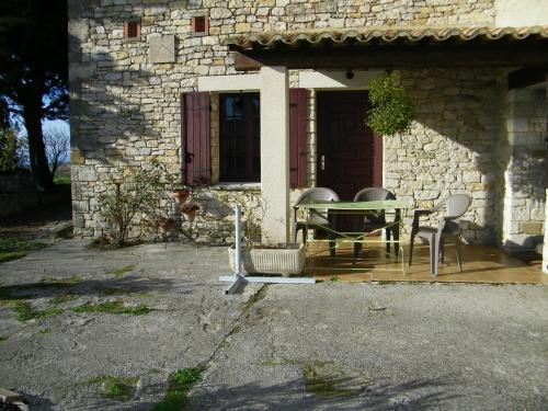 les trois chemins : Bed and Breakfast near Rousset-les-Vignes