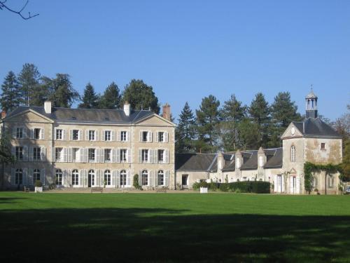 Chambres d'hôtes du Château de Champvallins : Bed and Breakfast near Darvoy