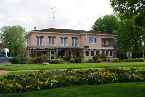 Hotel Restaurant L'Ecureuil : Hotel near Saint-Paul-en-Born