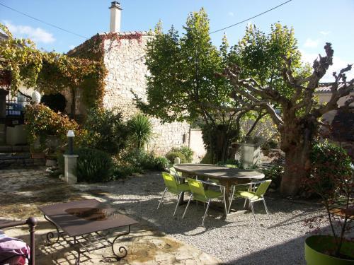 Maison d'Hôtes Côté Cour : Guest accommodation near Sablet