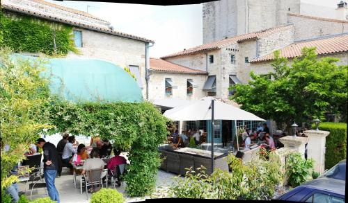 Logis Hostellerie de l'Abbaye : Hotel near Sainte-Soline