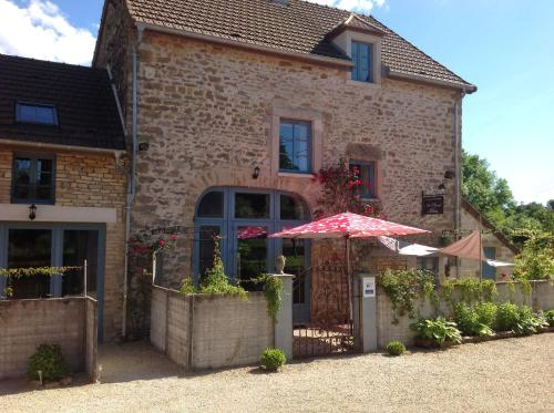 Au cheval bleu : Bed and Breakfast near Champallement