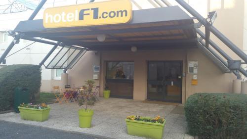 hotelF1 Lyon Sud Oullins : Hotel near La Mulatière
