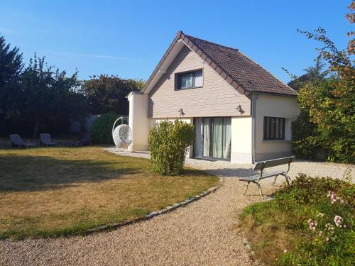le petit boudoir : Guest accommodation near Nantouillet