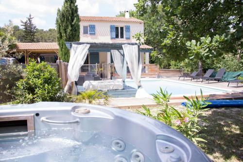Villa Les Chênes : Guest accommodation near Cadolive