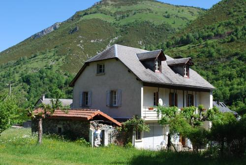 Maison Lacoste : Bed and Breakfast near Campan