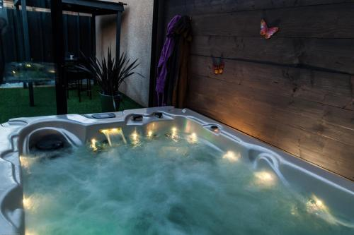 Loft Jacuzzi Privatif : Guest accommodation near Lespinasse