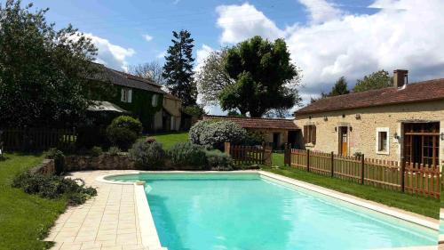 La Croisée Verte : Guest accommodation near Lacropte