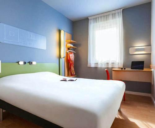 ibis budget Sens : Hotel near Sens