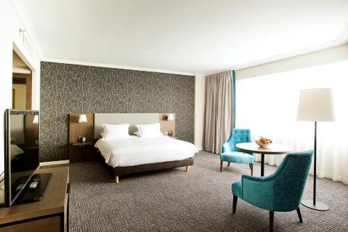 Hilton Paris Charles De Gaulle Airport : Hotel near Louvres