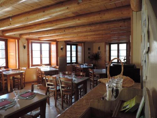 Auberge Du Brabant Chez Titof : Guest accommodation near Roche-en-Régnier