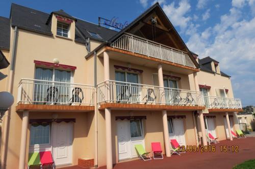 Hôtel Du Manoir : Hotel near Maupertus-sur-Mer