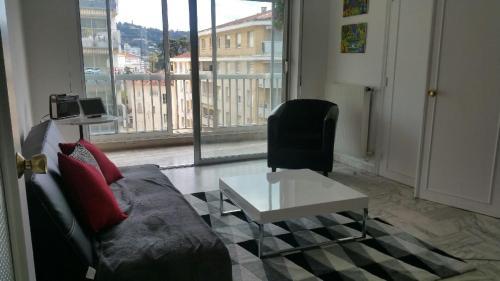 Anémone : Apartment near Cannes