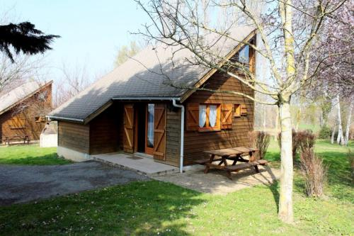Chalet Thérence à Mesples : Guest accommodation near Montlevicq