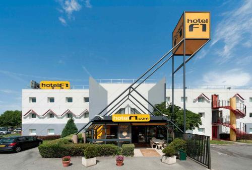 hotelF1 Genève Saint Julien en Genevois : Hotel near Clarafond-Arcine