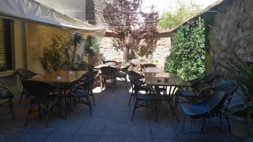 Hôtel Gambetta - Café Des Artistes : Hotel near Le Châtelet-sur-Retourne