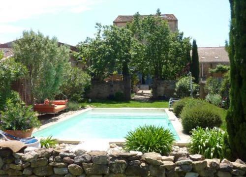 Demeure de Roquelongue : Bed and Breakfast near Montséret
