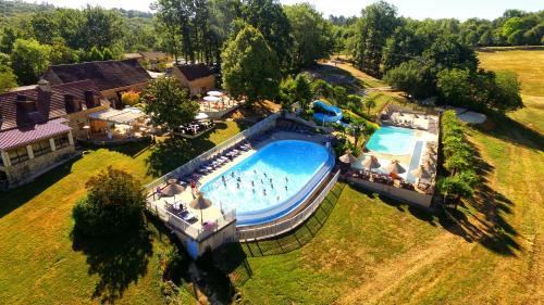 Camping La Linotte : Guest accommodation near Saint-Avit-de-Vialard