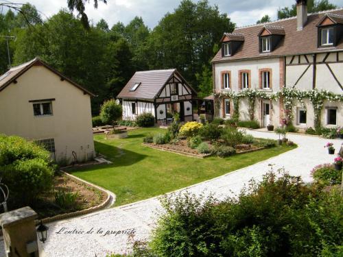 Le Moulin de la Barre : Bed and Breakfast near La Celle-sur-Loire