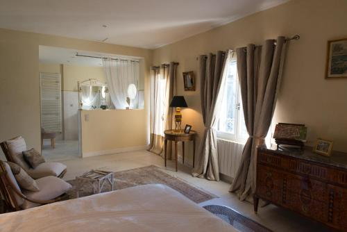 NUIT D'ANGE D'UZES : Bed and Breakfast near Serviers-et-Labaume