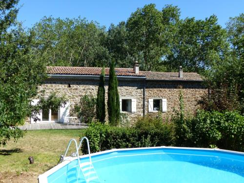 Tonio : Bed and Breakfast near Roiffieux