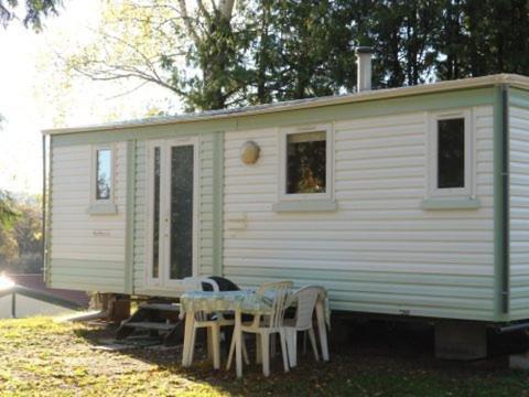 Mobil Home Camping La Perle Fourneaux : Guest accommodation near Saint-Léger-le-Guérétois