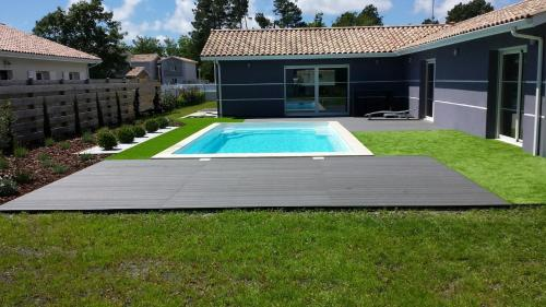 Villa avec Piscine Lac de Sanguinet : Guest accommodation near Saugnacq-et-Muret