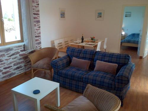 Clubhouse Gites : Apartment near Parenty