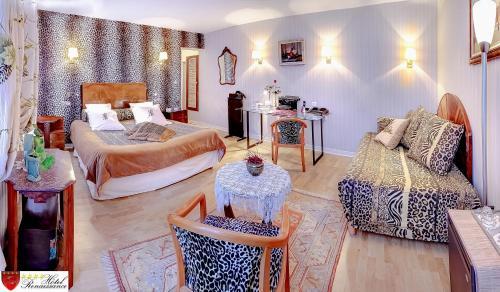 Hotel Renaissance : Hotel near Lacrouzette