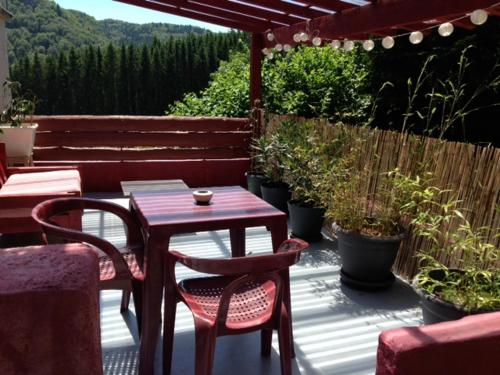 Les Roches : Bed and Breakfast near Saint-Sauves-d'Auvergne