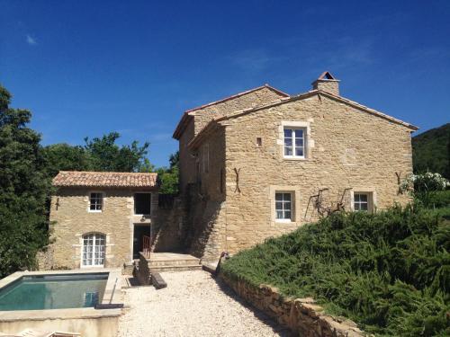 La Destinée : Guest accommodation near Larnas