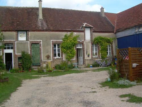 Ferme de l'Art Rural et Populaire : Bed and Breakfast near Marsangy