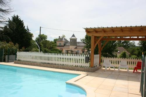 Château La Barge - Chambres d'Hôtes : Bed and Breakfast near Sorges