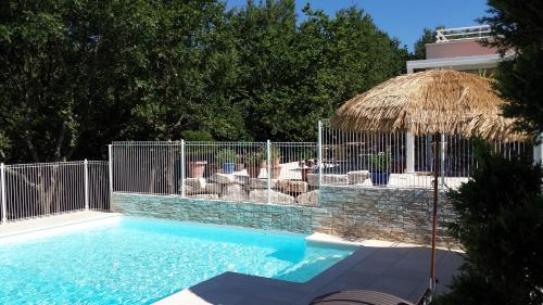 Le Clos du Grand Chêne : Guest accommodation near Pont-Saint-Esprit