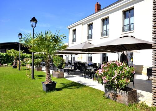 AUBERGE DU CHÂTEAU BLEU : Hotel near Roissy-en-France