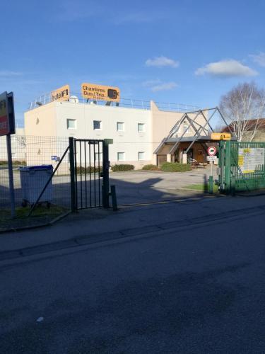 hotelF1 Cherbourg : Hotel near Digosville