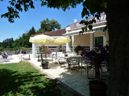 Logis Hotel Monform : Hotel near Saint-Eutrope-de-Born