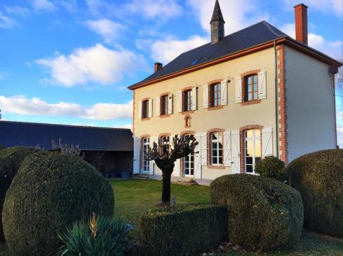 Villa De Vacances l'Ancienne Ecole : Guest accommodation near Saint-Pardoux-Corbier