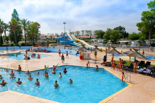 Lagrange Grand Bleu Vacances – Camping Le Bosc : Guest accommodation near Théza