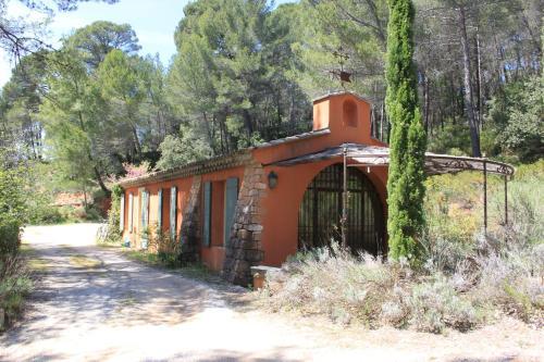 La Yolande : Guest accommodation near Saint-Marc-Jaumegarde