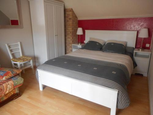 La maison fleurie : Bed and Breakfast near Neuville-sous-Montreuil