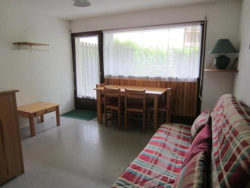 T2 cabine en rez-de-jardin avec terrasse : Apartment near Grailhen